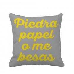 """Cojín """"Piedra, papel o me besas"""" - 45*45 cm"""