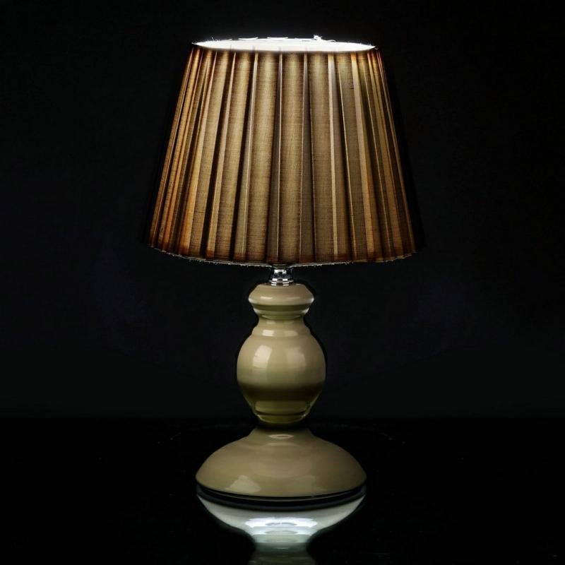 L mpara para mesita de noche moderna beige de metal para for Lamparas mesita de noche