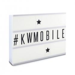 Caja de luz Lightbox color blanca con 3 líneas con 85 letras