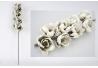 Rama con flores en tonos crema verde 91 cm