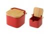 Salero y azucarero de cocina rojo de ceramica con tapa de bambu .